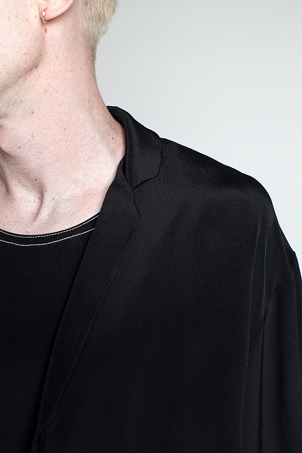 charlie_may_man_black_silk_pyjama_shirt_collar