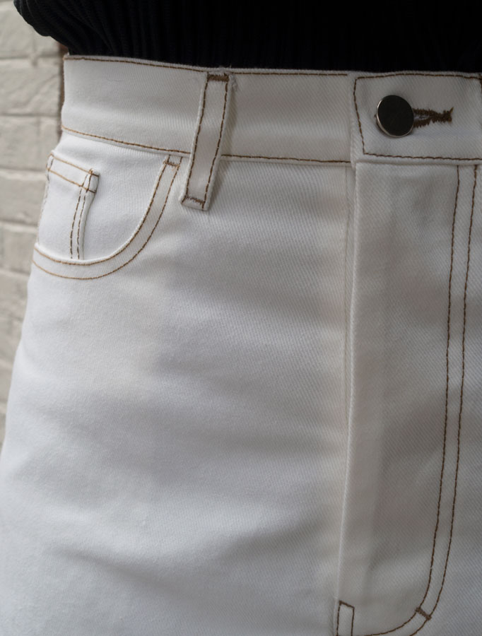 white-straight-leg-jeans-cm-stitch-closeup