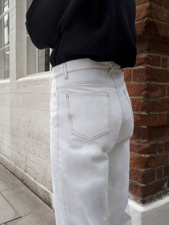 white-straight-leg-jeans-cm-stitch-side-closeup